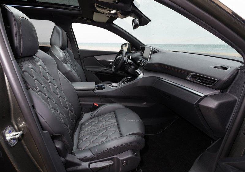 Peugeot 5008: внедорожник или легковушка?