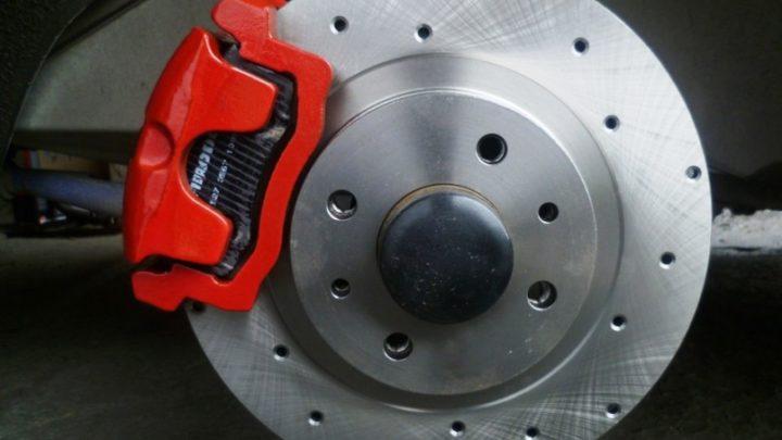 Когда нужно менять тормозные диски, какие они бывают и чем отличаются?