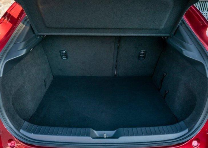 Обзор Mazda CX-30. Новый кроссовер за 27 тысяч долларов