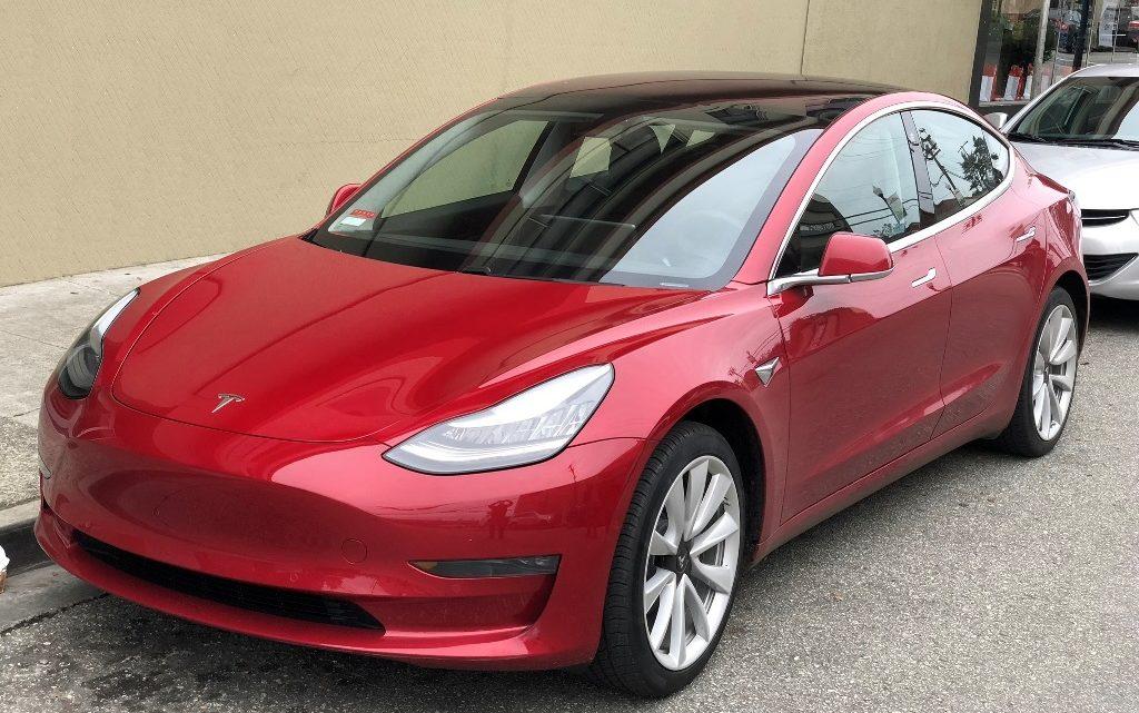 Tesla Model 3 — лучший автомобиль 2019 года в Европе