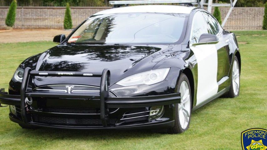 Полицейская Tesla Model S разрядилась во время погони