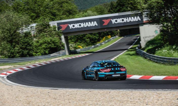 Porsche Taycan - самый быстрый электромобиль!