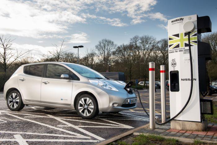 Великобритания запретит продажу новых автомобилей с ДВС
