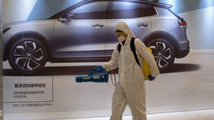 Из-за коронавируса продажи новых автомобилей в Китае рухнули на 92%